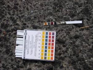 路面殘液pH值14