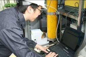 現場進行FTIR環境監測作業