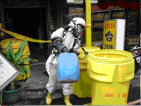 移除事故現場內之化學品