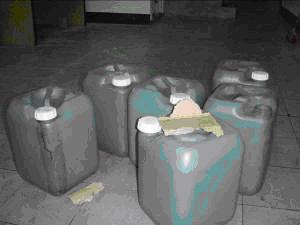 現場不明化學殘液桶