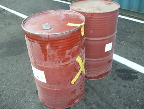 以止漏環氧樹酯和抗化膠帶止漏並以X標記事故桶槽