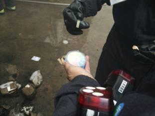 使用pH試紙檢測現場消防廢水