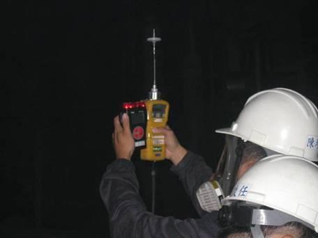 PID及四用氣體偵測器進行偵測