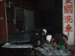 以吸油棉對消防廢水進行圍堵