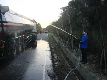 槽車灑水消除靜電