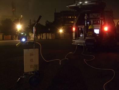 應變隊人員以FTIR於下風處進行環境監測