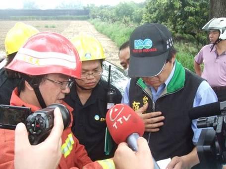 南部應變隊於現場與臺南市政府環境保護局會銜