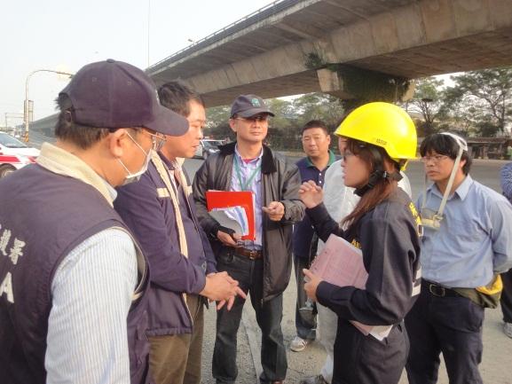 應變人員與環保局、南督大隊及業者進行善後復原會議