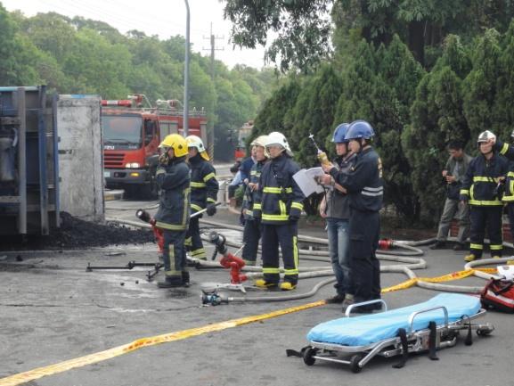 消防人員水線戒護