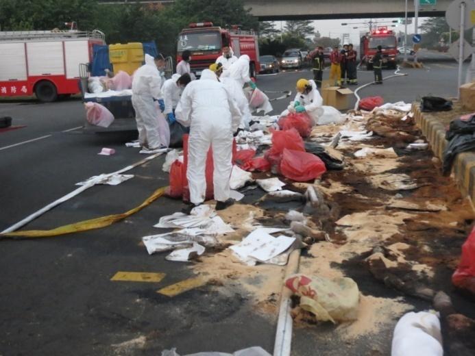 廢液圍堵回收作業