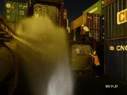 港務消防隊灑水戒護
