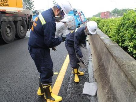 廢液圍堵作業